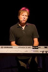 Robert Lamm on keyboard