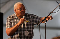 Ellis Marsalis addresses the crowd